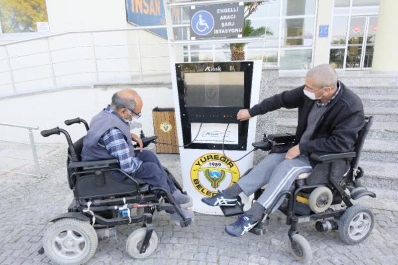 Yüreğir'de 4 noktaya akülü sandalye şarj istasyonu kuruldu