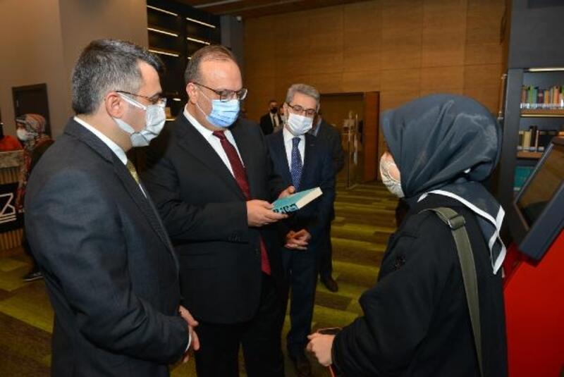 Bursa Valisi Canbolat, Uyumayan Kütüphane'yi ziyaret etti