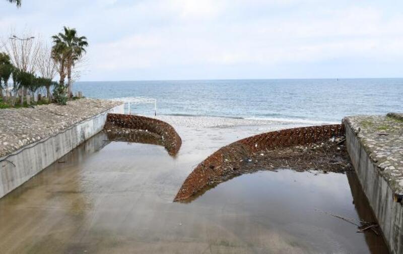 Atık tutucu, çöpleri denize bırakmadı