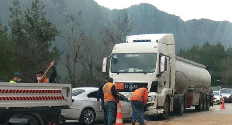 Otomobille tanker çarpıştı: 1 ölü