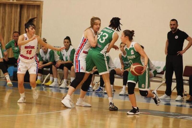 Kadın basketbolcular Ceyhan ekibini mağlup etti