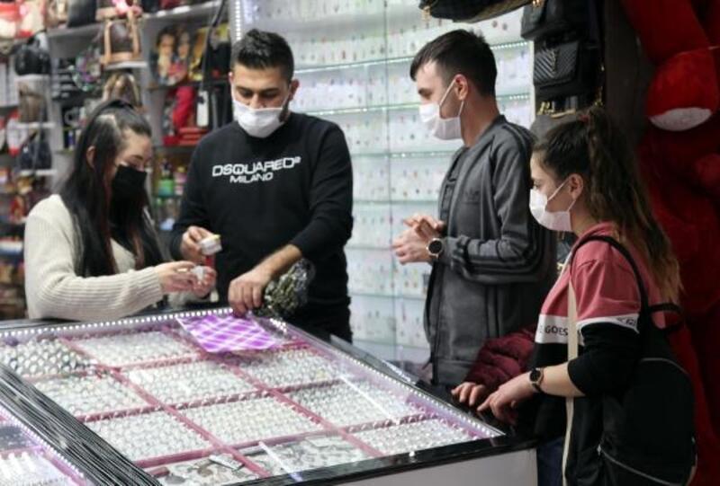 Kayseri'de, 'Sevgililer Günü' öncesi alışveriş yoğunluğu