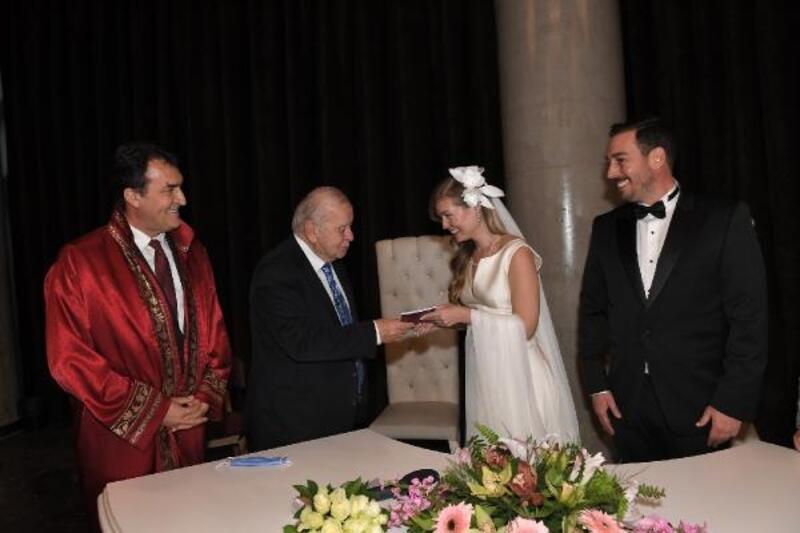 Fetih Müzesi'ndeki nikahı Osmangazi Belediye Başkanı Dündar kıydı