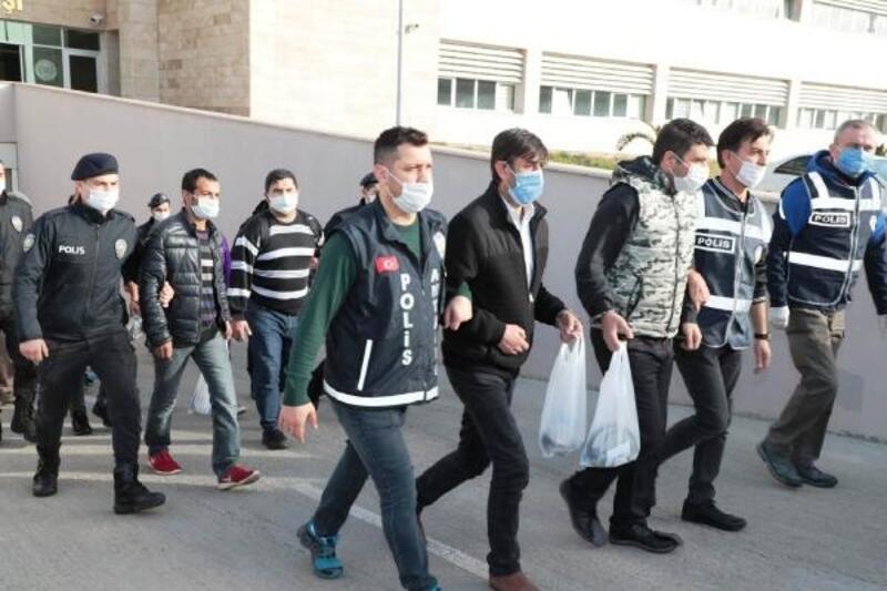 Polisten 'Aranan' operasyonu: 54 gözaltı