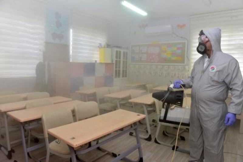 Kepez'de okullar dezenfekte edildi