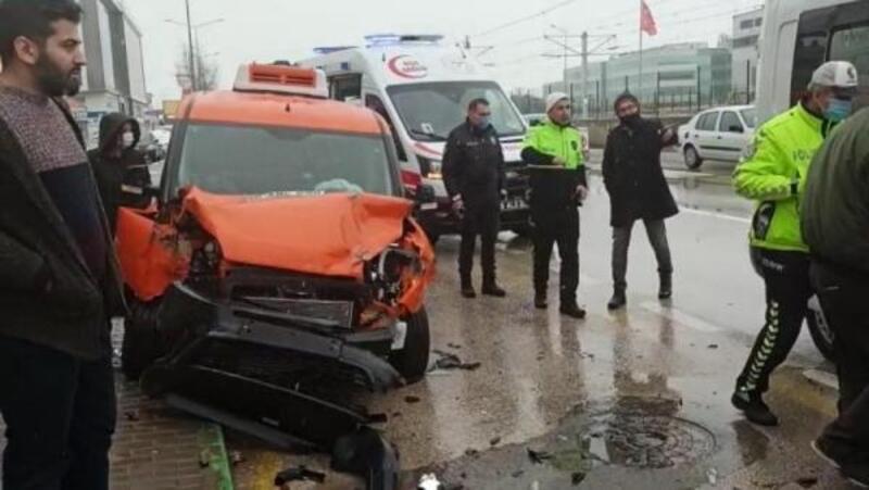 Kar yağışı nedeniyle kayganlaşan yolda kaza: 1 yaralı