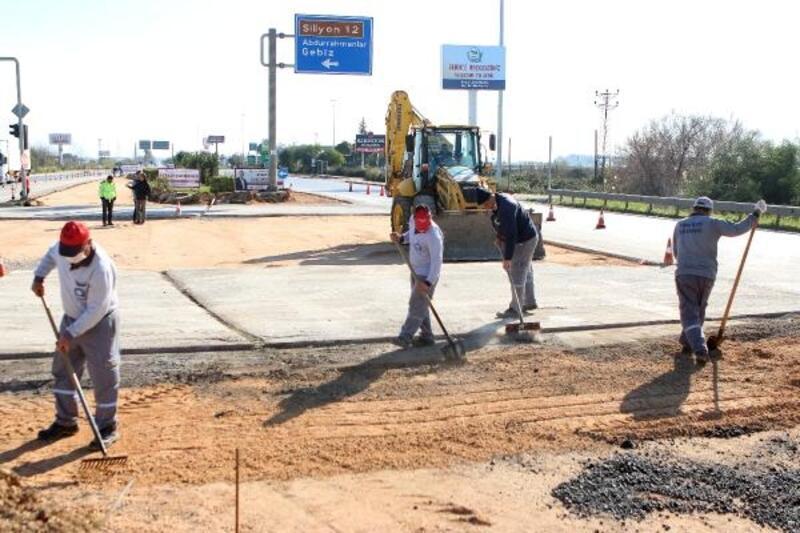 Büyükşehir Serik Caddesi Gebiz Yolu kesişim kavşağını düzenliyor