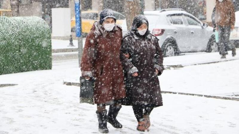 Niğde kar yağışı etkili olmaya başladı