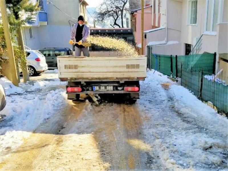 Süleymanpaşa Belediyesi karla mücadele ediyor