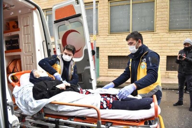 Tuzla Belediyesi'nden zorlu hava şartlarında ambulans hizmeti
