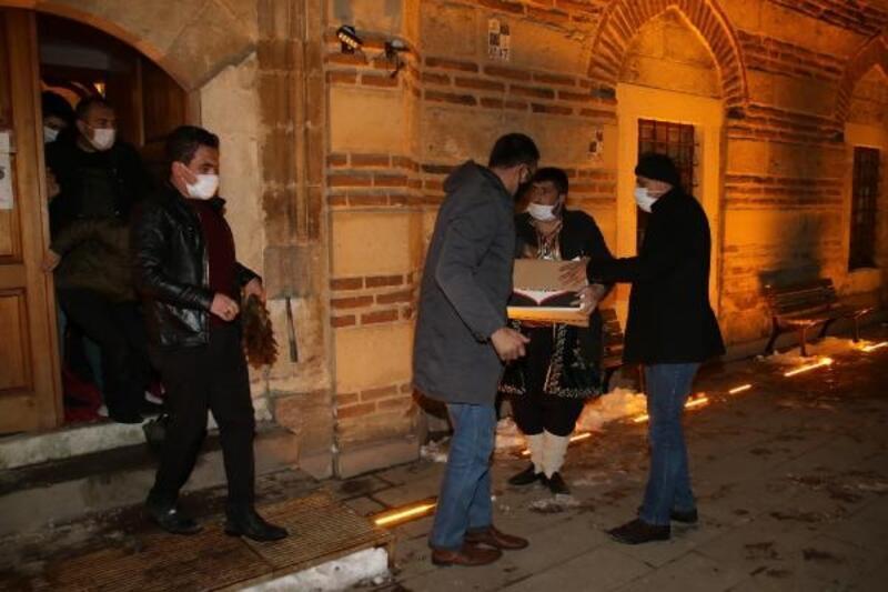 Akşehir Belediyesi'nden kandilde mevlid şekeri