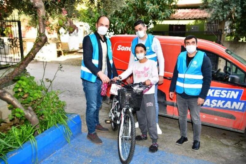 İpek'in bisiklet hayalini Başkan Çetin gerçekleştirdi