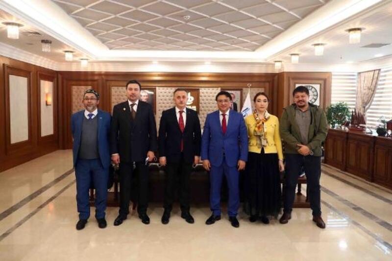 Kazakistanlı siyasetçi ve iş adamları Bağcılar Belediyesi'ni ziyaret etti