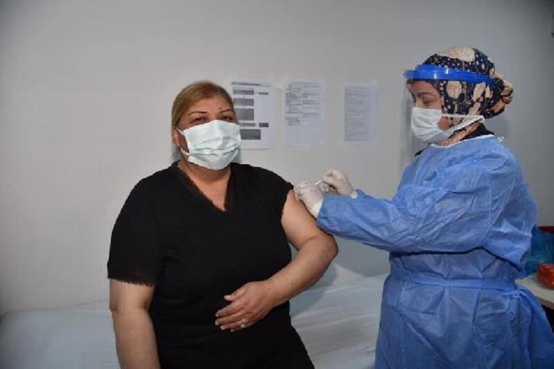 Ceyhan Belediye Başkanı Erdem, koronavirüs aşısı yaptırdı