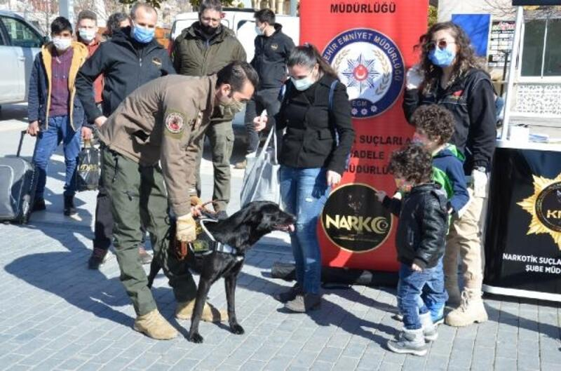 Kırşehir'de narkotik polisleri vatandaşları bilgilendirdi
