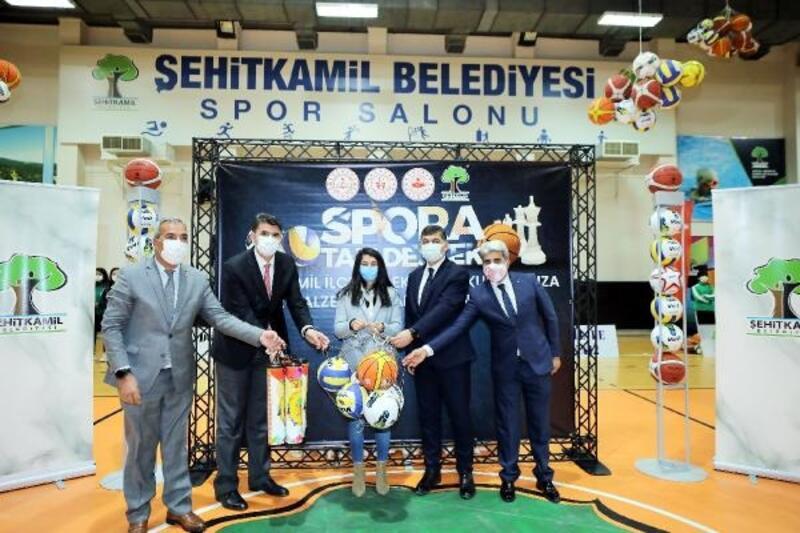 Şehitkamil'den 351 okula sportif malzeme desteği