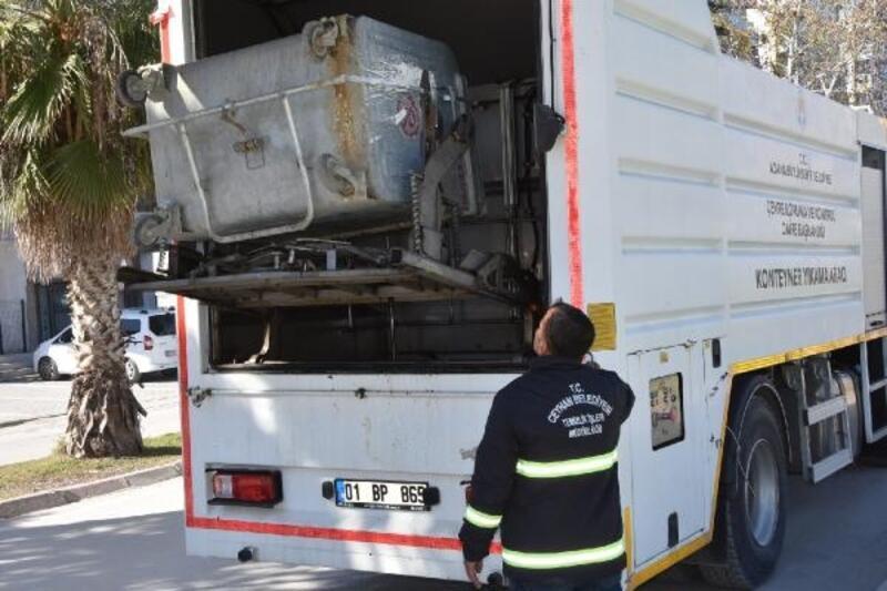 Ceyhan Belediyesi'nden çöp konteynerlerine özel temizlik