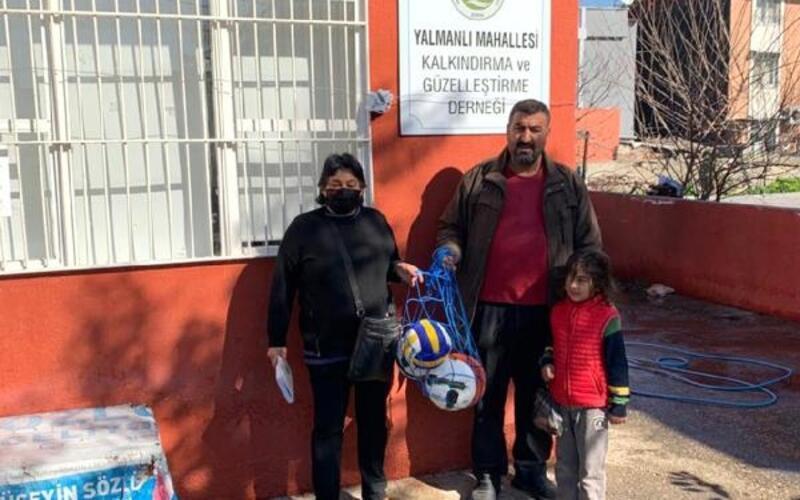 Seyhan Belediyesi'nden gençlere futbol, basketbol ve voleybol topu