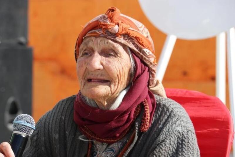 96 yaşındaki Nesibe nine duygulandırdı