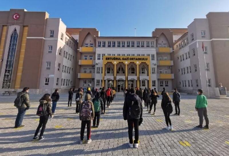 Ertuğrul Gazi Ortaokulu'nda ilk zil çaldı