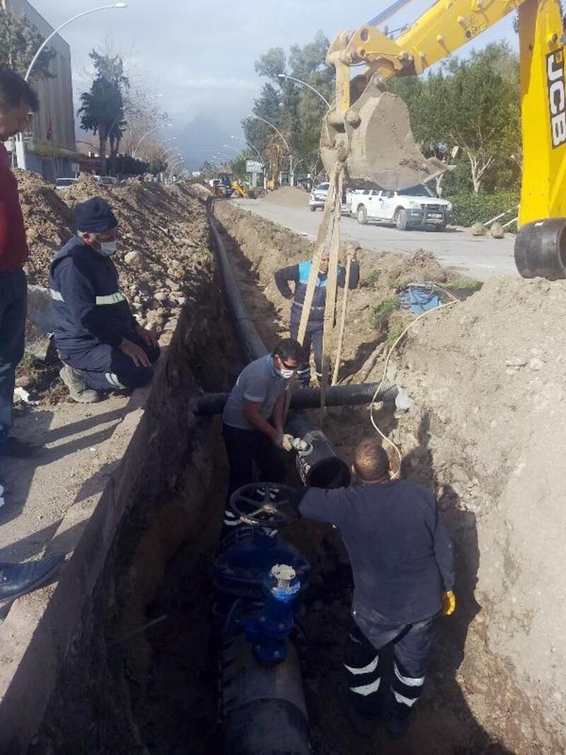 Kemer'de içme suyu ana boru hattı yenilendi