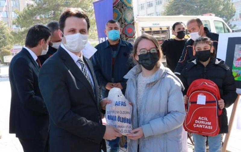 Afetleri resim ve sloganla anlatıp ödülleri aldılar