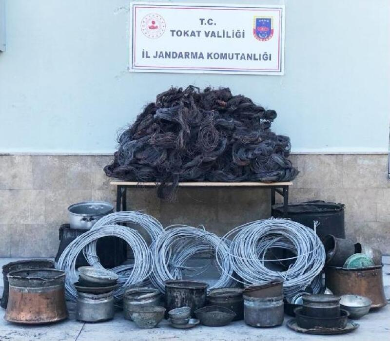 Çalıntı telefon kablolarını satmaya çalışan 4 kişi yakalandı