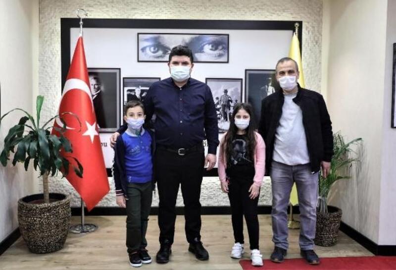 Bucalı öğrenciler hayat bilgisi ödevini Başkan Kılıç'la yaptı
