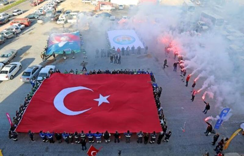 Mezitli'de meşaleler Çanakkale şehitleri için yakıldı