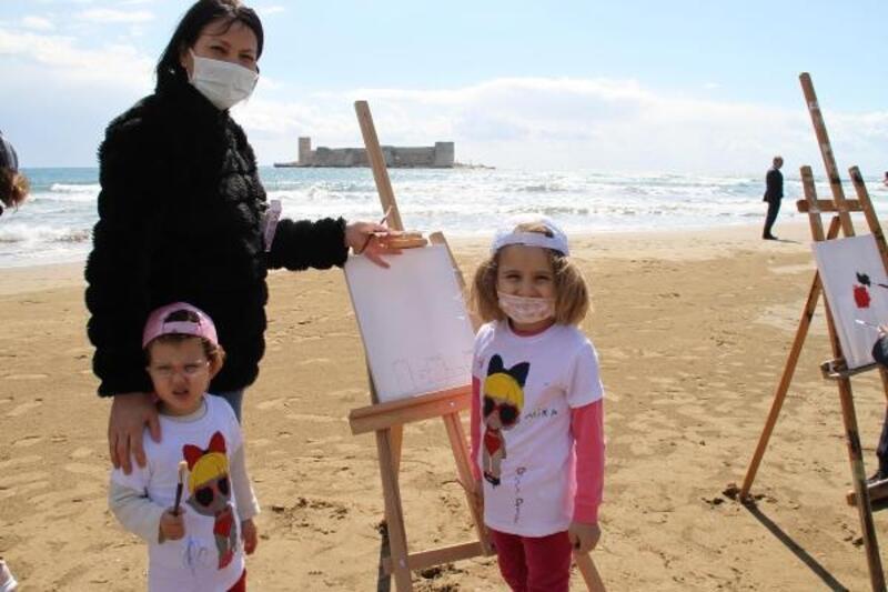 Okul öncesi öğrencileri, Kızkalesi sahilinde resim çizdi