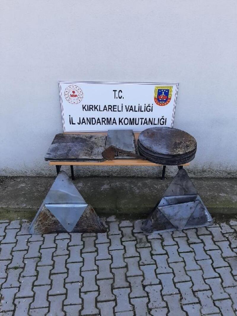 Kırklareli'nde trafik levhasını çalıp, satışa hazırlanan 2 kişi suçüstü yakalandı