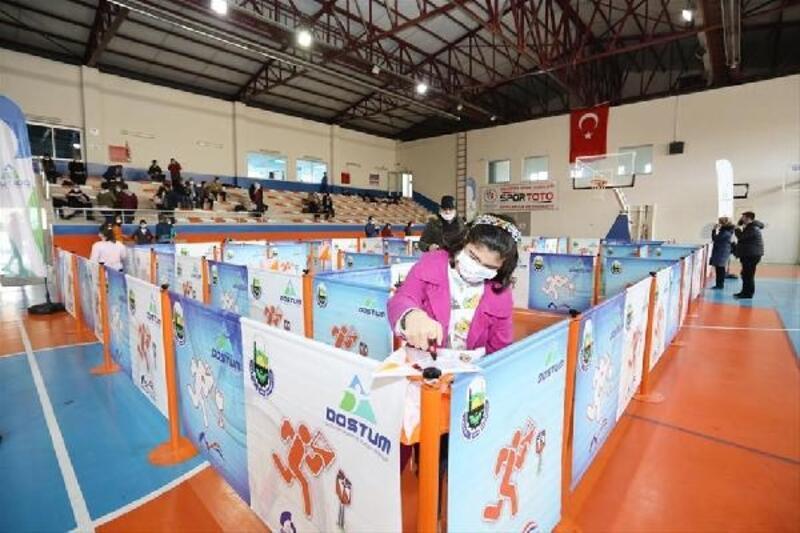 Dünya Down Sendromu Farkındalık Günü'nde oryantiring yarışması ile eğlendiler