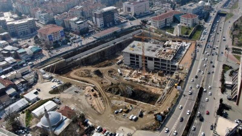 Osmangazi Meydan'ında yerin 24 metre altından yol seviyesine gelindi