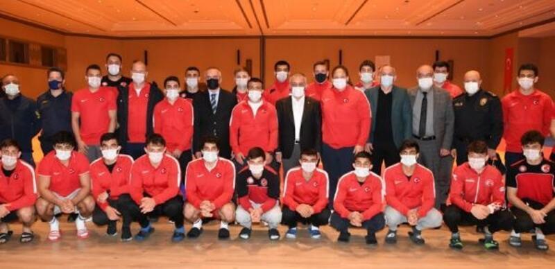 Vali Yazıcı'dan millilere ziyaret