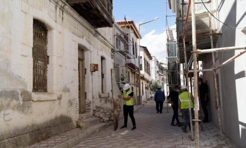 Finike'deki eski binalar restore ediliyor