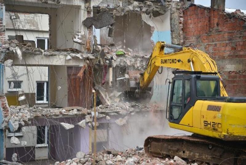 Yıldırım Belediyesi ekipleri, 3 ayda 43 metruk binayı yıktı