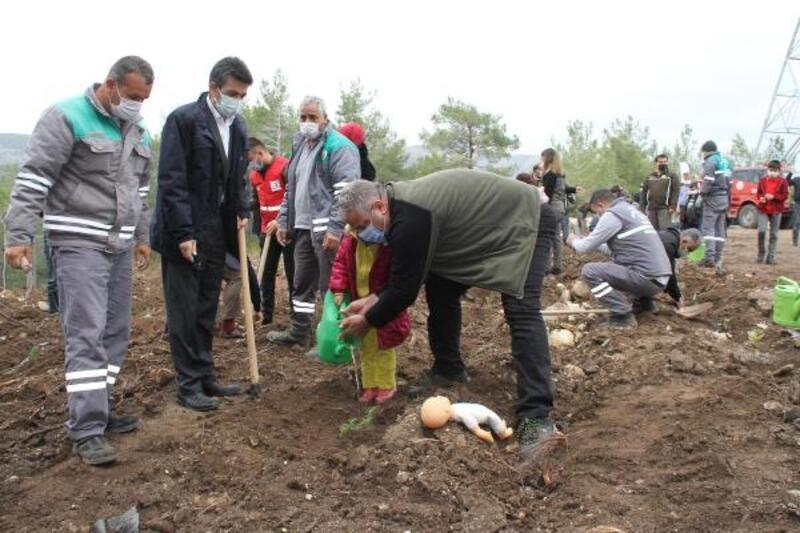 Erdemli'de 500 fidan toprakla buluştu