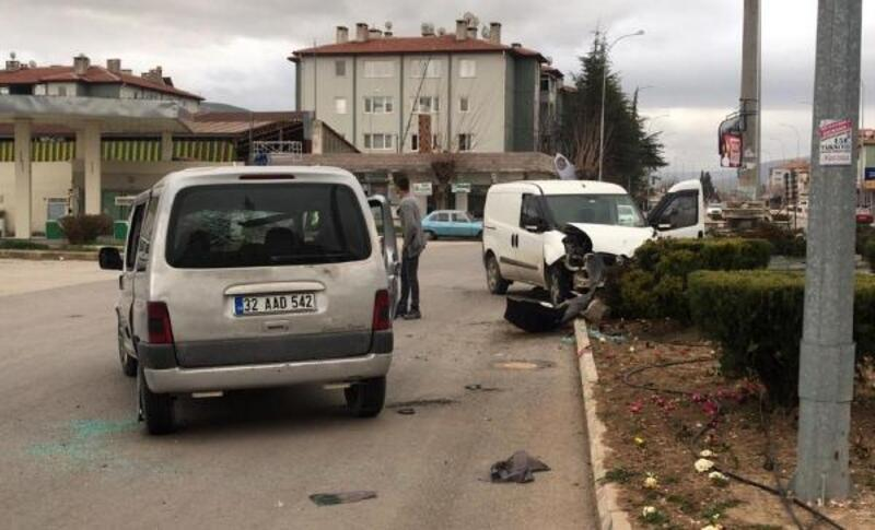 Dinar'da kaza: 3 yaralı