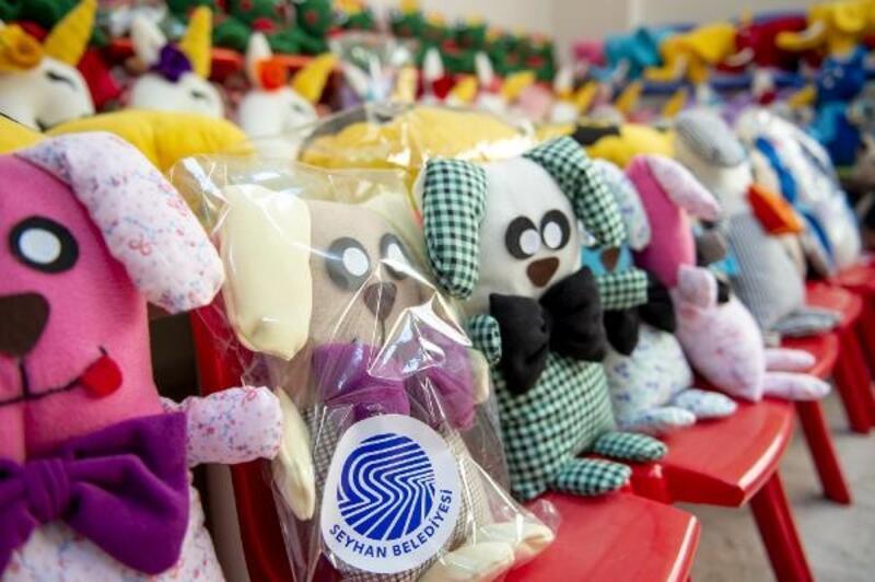 Seyhan kreşlerinde üretilen oyuncaklar çocuklarla buluştu