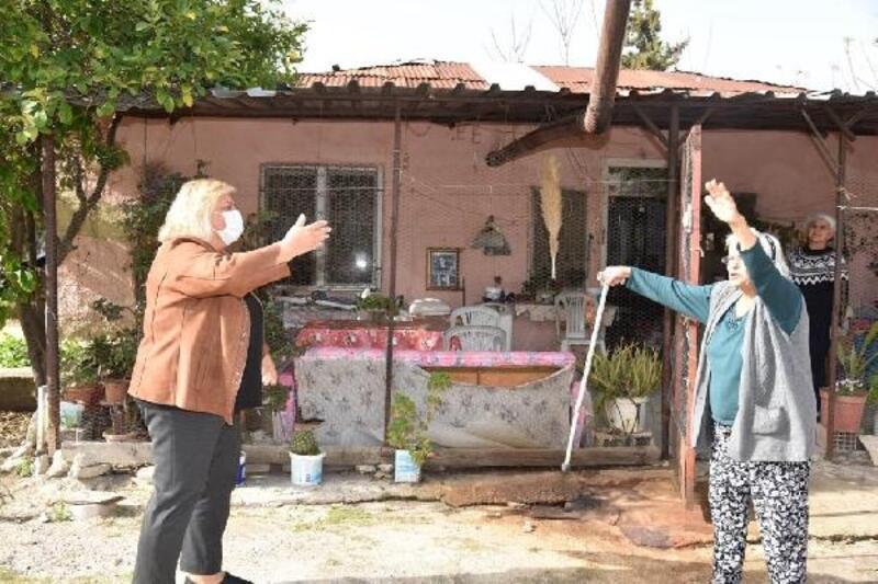 Adana'da ilk kadın belediye başkanı, ilçenin ilk kadın muhtarıyla bir araya geldi