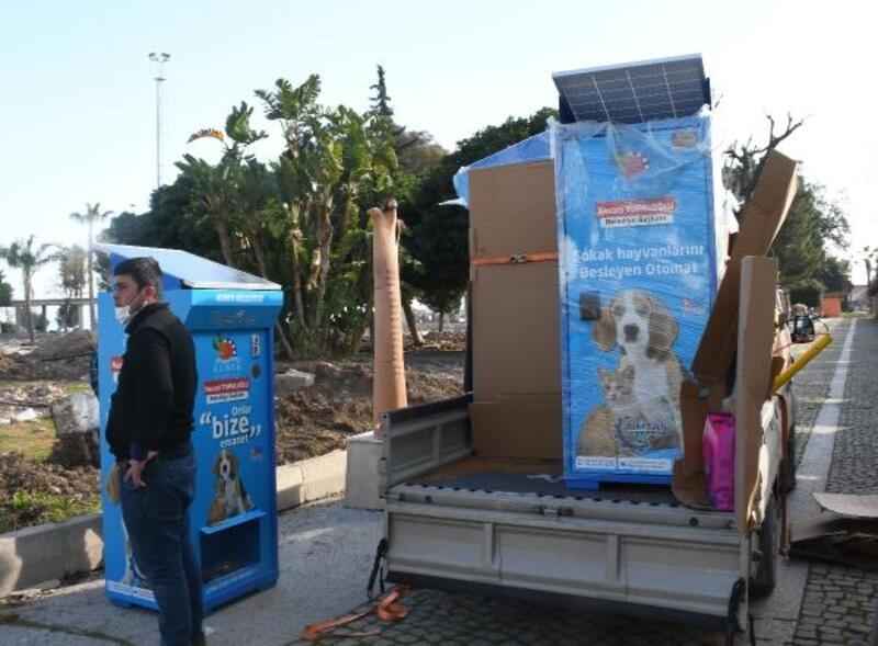 Kemer Belediyesi'nden sokak hayvanları için mamamatik