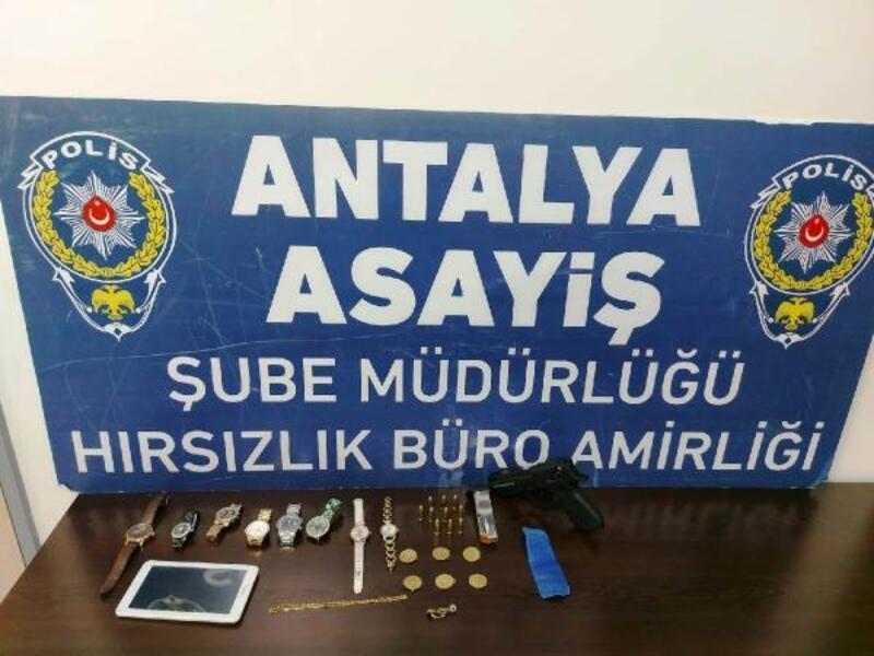 Ziynet eşyası çalan hırsızlar polisten kaçamadı