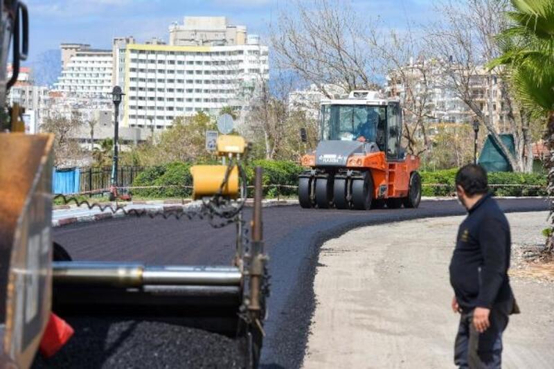 Yama tutmaz caddeye sıfır asfalt