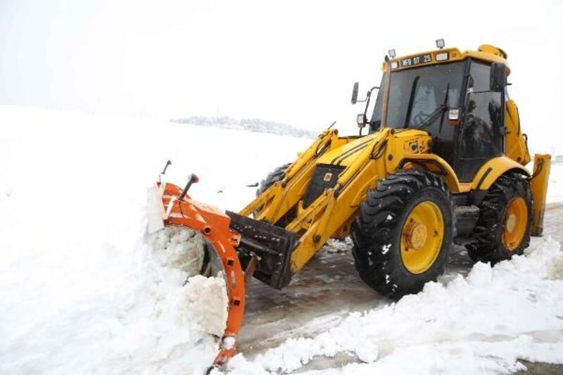 Nilüfer'de karla kapanan yollar açıldı