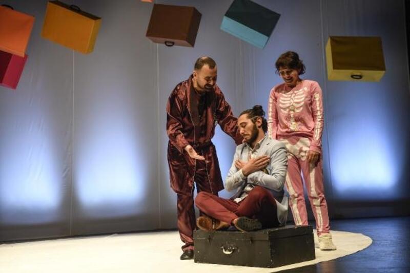 'Köprüden Önce Son Çıkış' tiyatroseverlerle buluşuyor