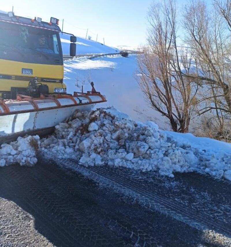 Büyükşehir ekipleri 13 mahalle yolunu ulaşıma açtı