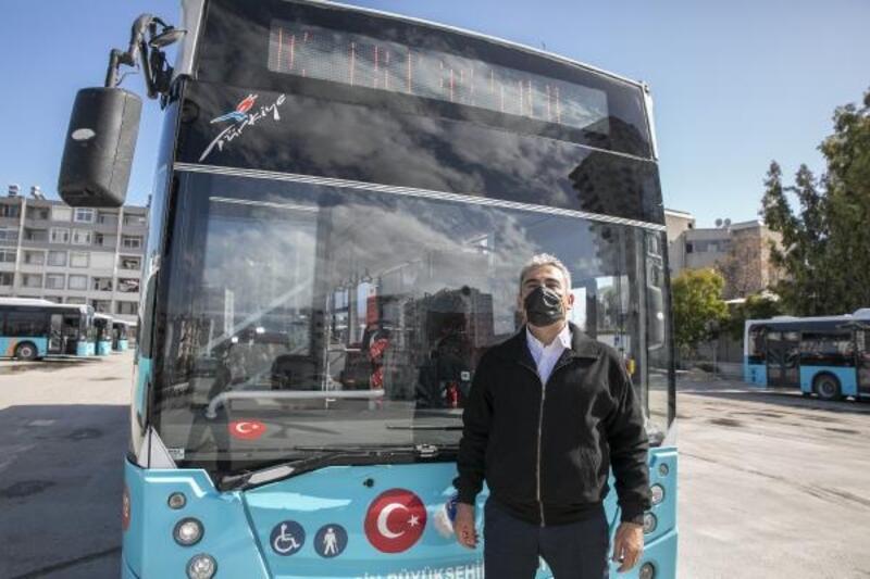Büyükşehir otobüsünde şoförlük yapıyor, yolcuların sevgisini kazanıyor
