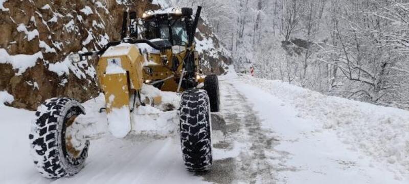 İnegöl'de karla mücadele çalışmaları sürüyor