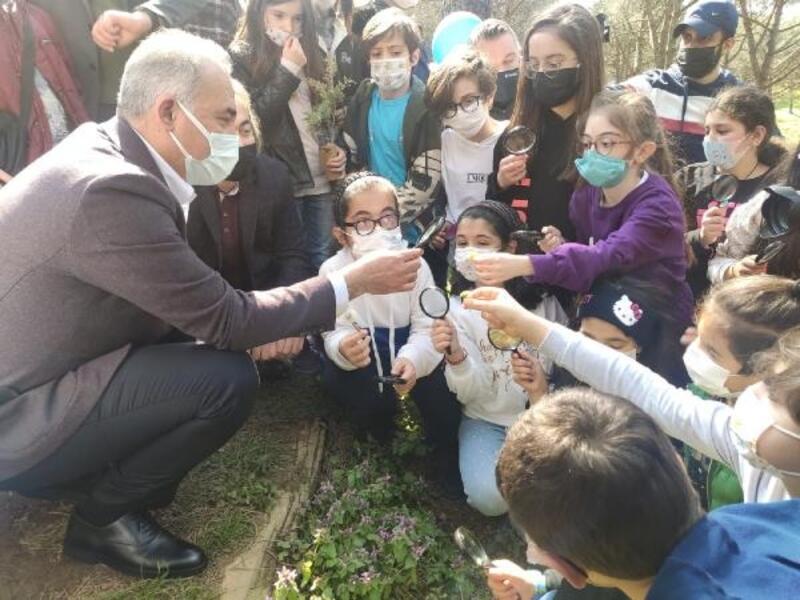 Çocuklar Şehir Ormanı'nı fidanlarla buluşturdu