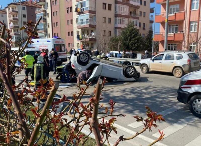 Isparta'da otomobil ters döndü